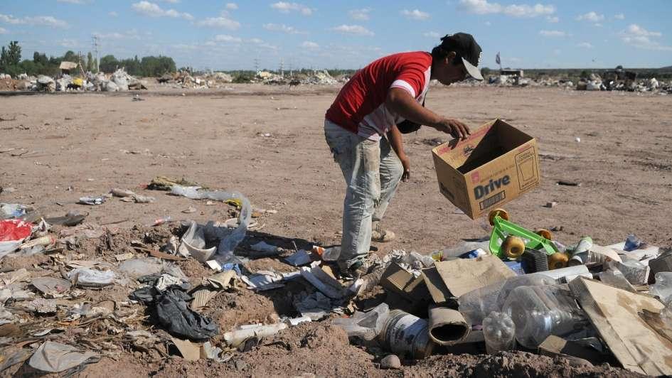 La pobreza bajó al 25,7% y 1.2 millones de personas dejaron de ser indigentes