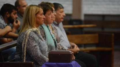 """Pía, Marisol y Luchi, la familia de """"Conchy"""", la recordaron en la misa en su nombre."""