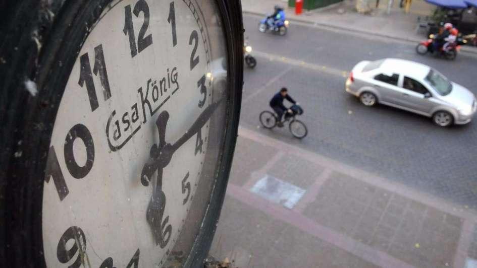 Buscan un cambio de horario consensuado con el Oeste argentino