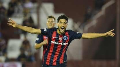 Blandi festeja el primer gol del partido