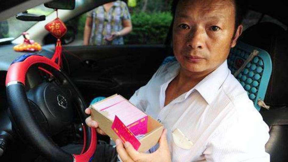 Un taxista le contó la historia de su hija a más de 17 mil pasajeros hasta que la encontró