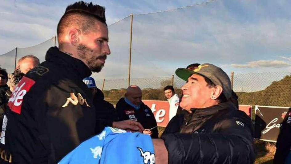 La estrella del Napoli y un regalo muy especial para Maradona 3cf7a369d3c25
