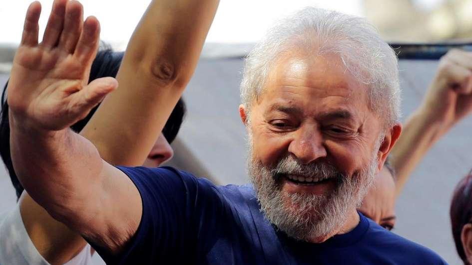 Lula pasó su primera noche en prisión