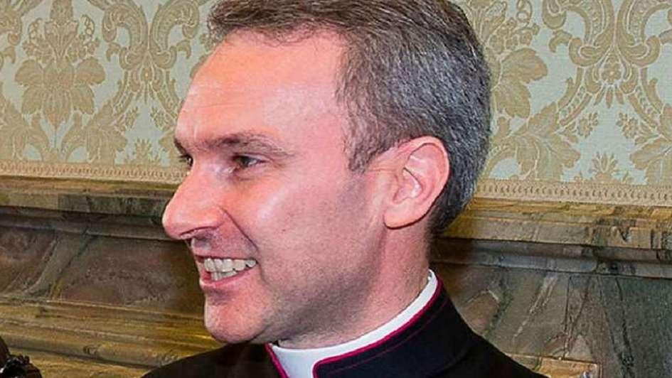 Detienen a sacerdote en el Vaticano — Pornografía infantil