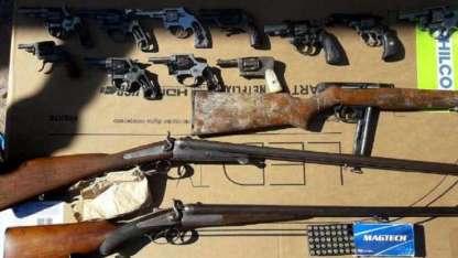 Algunas de las armas secuestradas en los allanamientos.