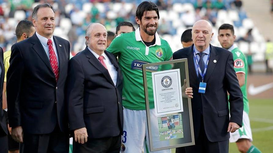 Sebastián Abreu fue reconocido por los récord Guiness