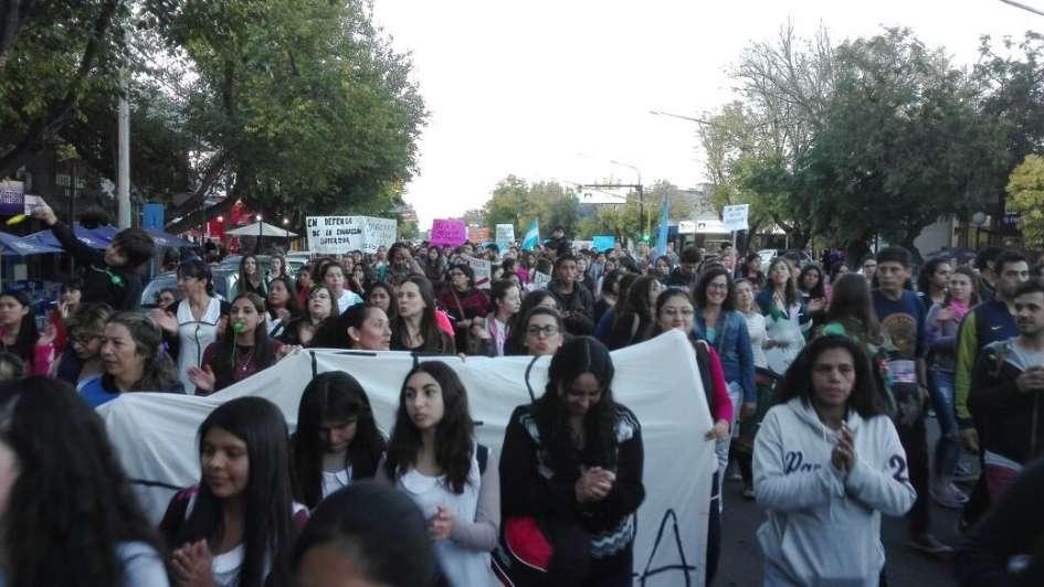 Cientos de manifestantes marcharon en Tunuyán en defensa de la Educación Superior