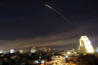 Las fuerzas sirias respondieron al ataque con misiles con fuego antiaéreo. EEUU no reportó pérdidas ni bajas.