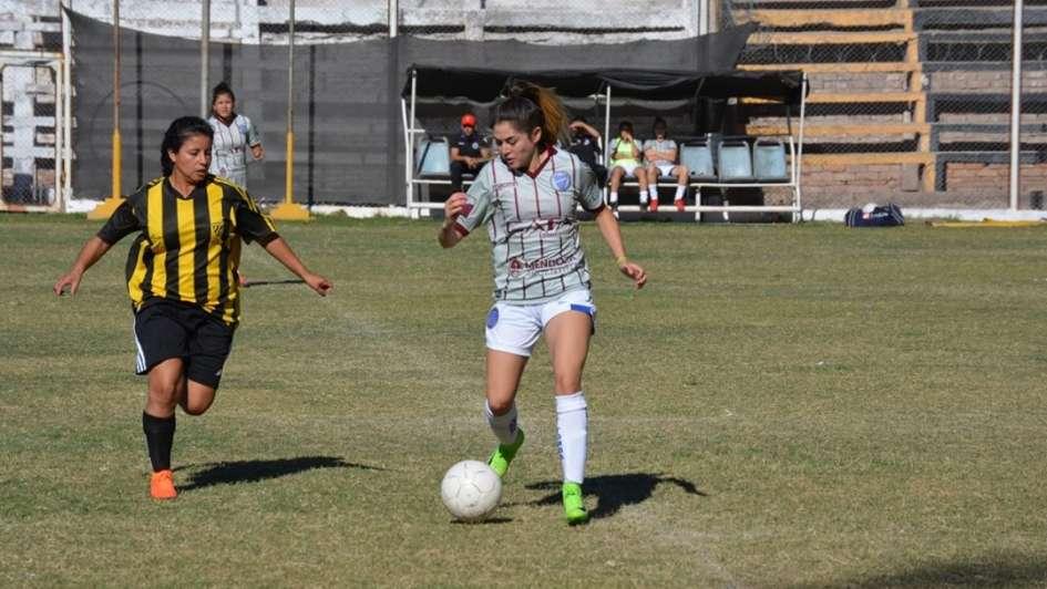 Fútbol femenino: Las Pumas, Godoy Cruz A, Talleres y Gimnasia imbatibles