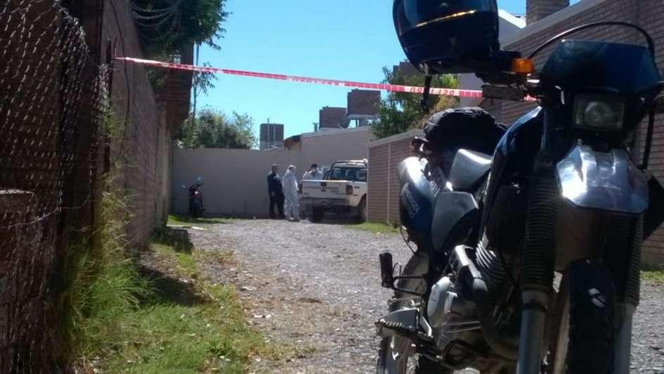 Un policía mató a su esposa de un disparo y fue detenido en General Alvear