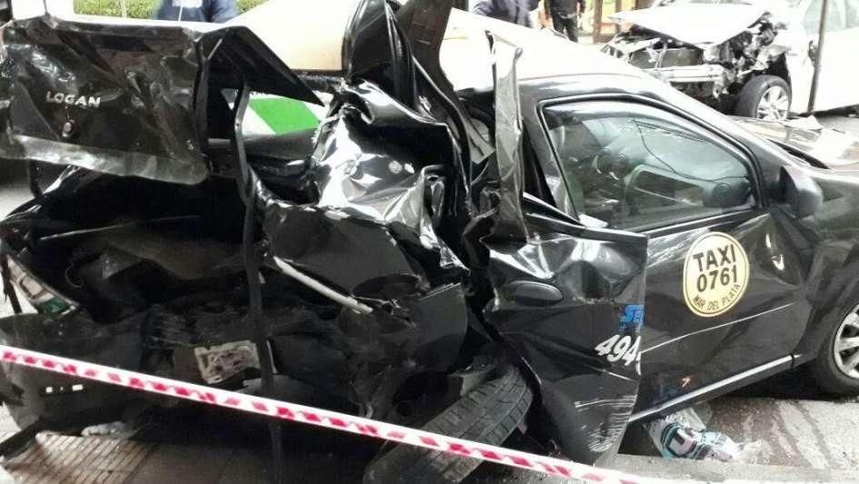 Robó un auto, chocó y mató a taxista