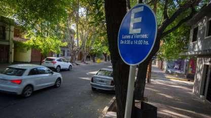 Estacionamiento medido en av. España de Yrigoyen a Santa Cruz.