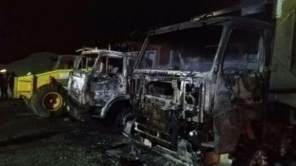 Encapuchados vuelven a  quemar camiones y maquinarias en el sur de Chile