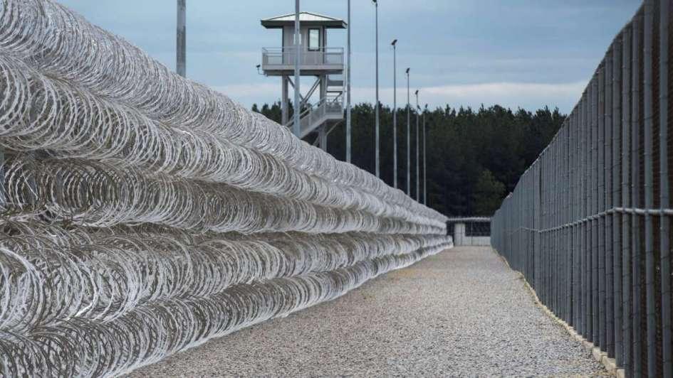 Motín en cárcel de Carolina del Sur deja 7 muertos y 17 heridos