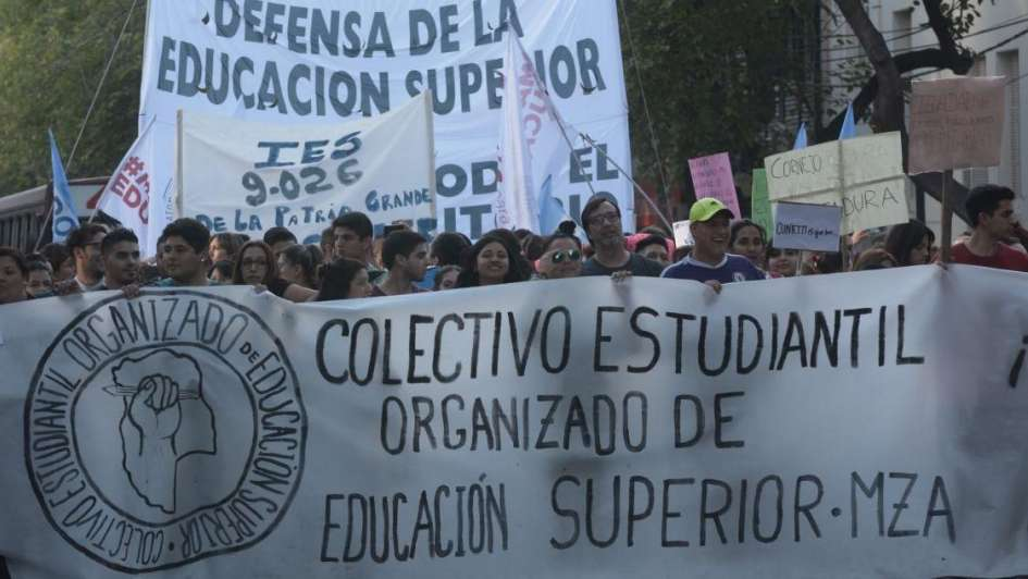 Marcha en el Gran Mendoza contra la reducción de subsidios a terciarios privados