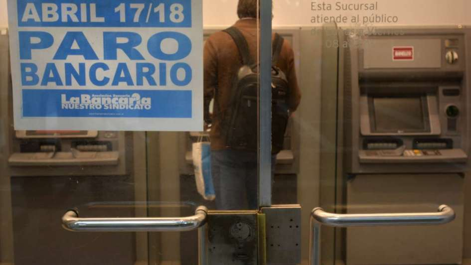Los bancarios paran hoy y mañana en todo el país