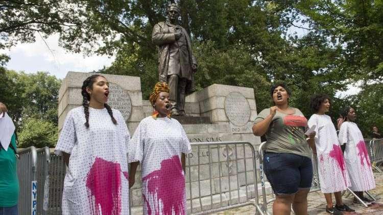 Retiran estatua de ginecólogo que experimentó con esclavas afroamericanas en EU