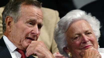 George H.W. Bush y Barbara Pierce se casaron en 1945.