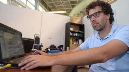 Rafael Fernández es doctor en Química, docente e investigador de la UNCuyo.
