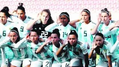 El gesto de las chicas de la Selección argentina de fútbol es elocuente.