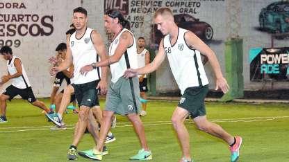 El plantel mensana se entrenó ayer en Río Cuarto y mostró optimismo de cara a un partido que puede marcar el retorno a la B Nacional.