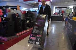 """Los productos electrónicos, que fueron la """"vedette"""", ya no son tan baratos en el país vecino."""
