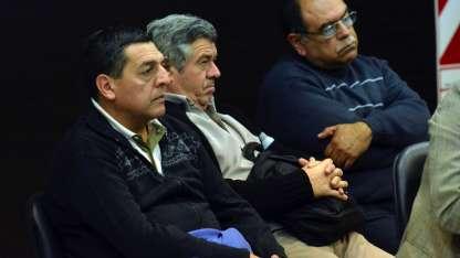 El enólogo Martín Lucero, el bodeguero Roberto Interlante y el enólogo Jorge Mosri.