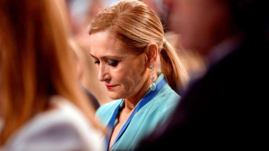 Acusan a presidenta de Madrid de hurtar en 2011