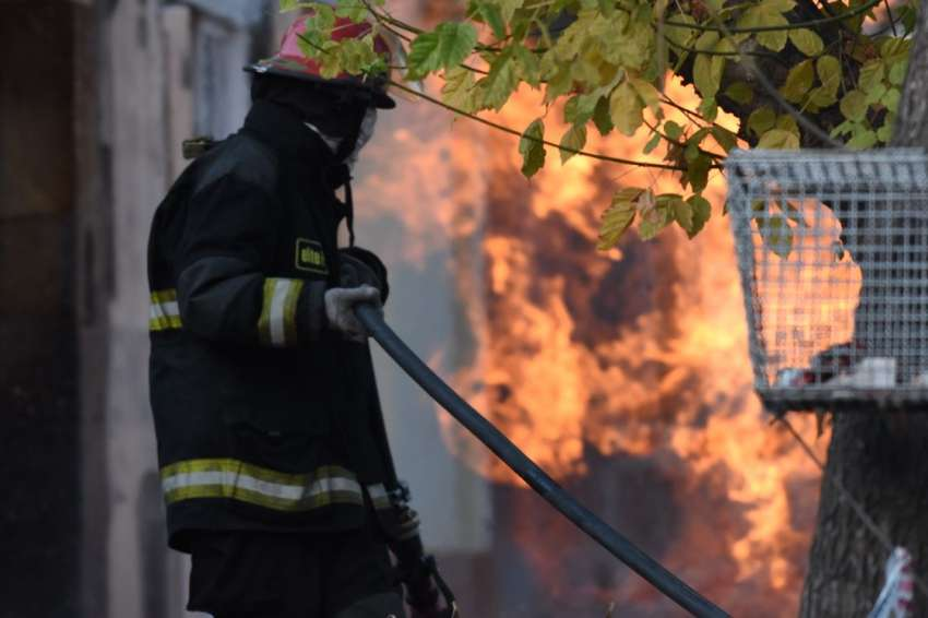 Explosión e incendio por una fuga de gas en Luján — Mendoza