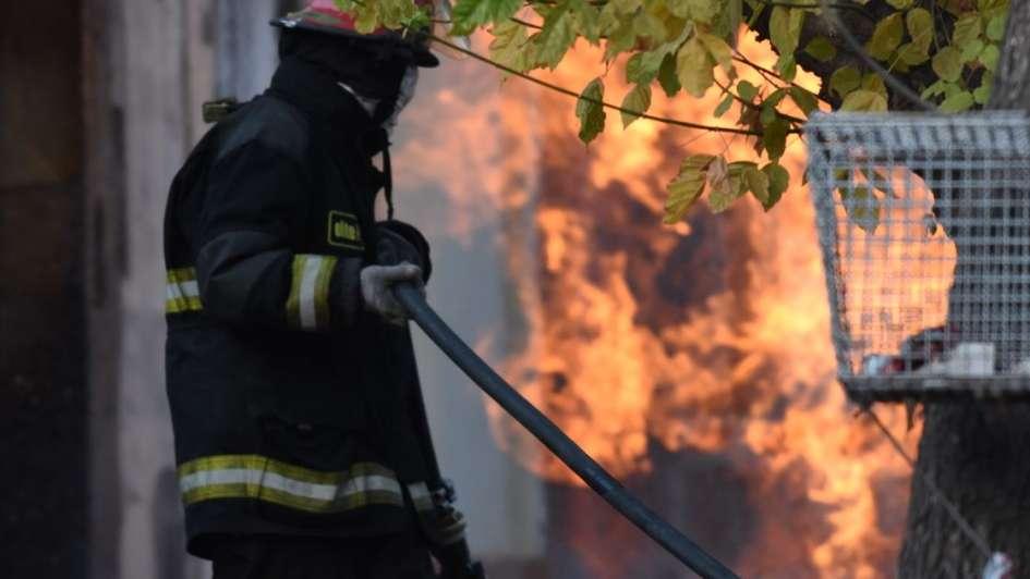 Fuerte explosión de gas en Luján de Cuyo dejó dos casas incendiadas