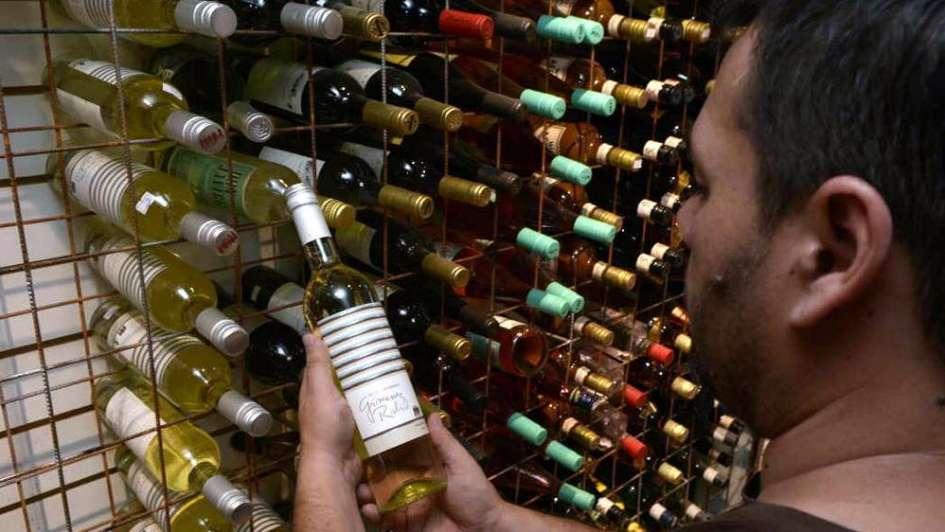 Comprar vino ahora y cobrarlo mañana