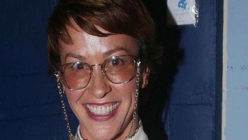 Alanis Morrisette se pone décadas encima con nuevo corte