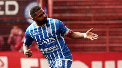 Goleador histórico. Con los dos de ayer, García llegó a los 34 goles en Primera con el Tomba.