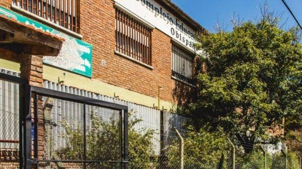 Una adolescente apuñaló a su compañero en una escuela católica