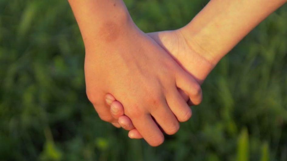 Convocatoria nacional para que tres hermanas encuentren un hogar — Adopción