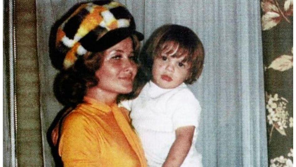 Hermano del cantante revela inédita fotografía de su madre — Luis Miguel