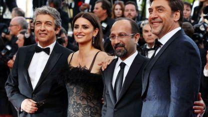 Ricardo Darín, Penélope Cruz, el director Asghar Farhadi y Javier Bardem, en Cannes.