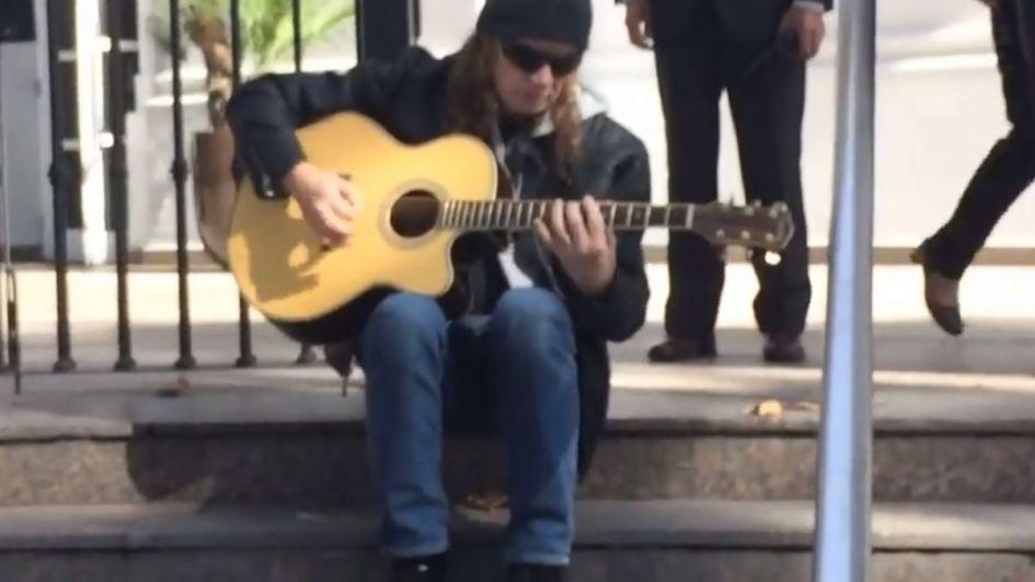 El líder de Megadeth tocó en la puerta del Hyatt