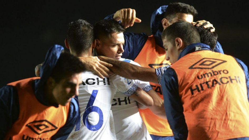 Vélez superó a Colón y afirmó su buen momento