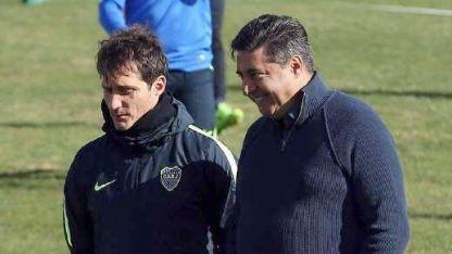 Guillermo Barros Schelotto y el presidente xeneize, en una charla hace poco.