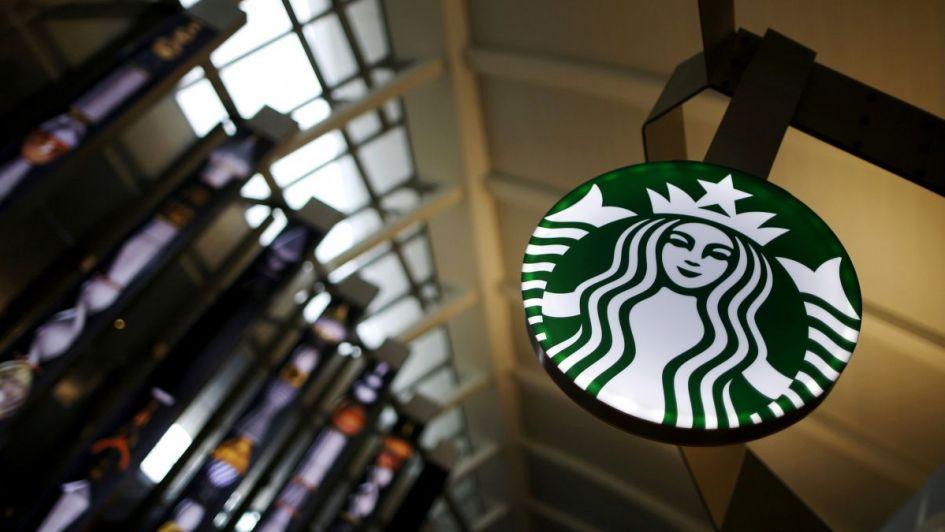 Starbucks le permitirá a todas las personas usar sus baños
