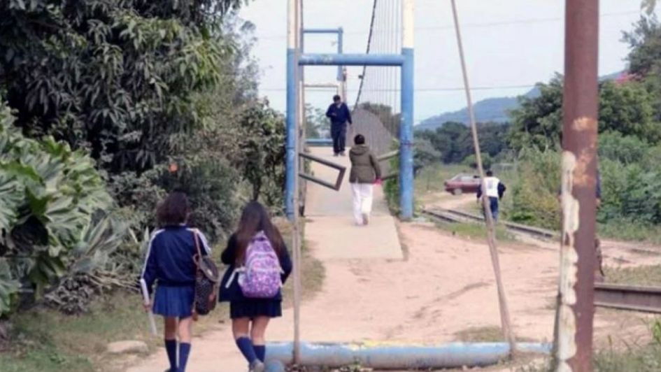 Interceptaron y abusaron a una adolescente al salir del colegio