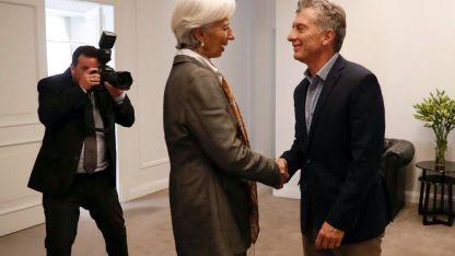 Christine Lagarde, titular del FMI, saluda a Macri durante su última visita a Buenos Aires.