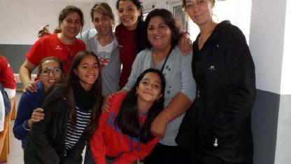 Caro Sánchez junto a Montigel, Guevara, ex jugadoras.