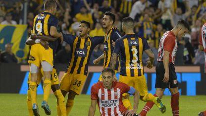 Marco Ruben festeja su gol ante el Pincha.