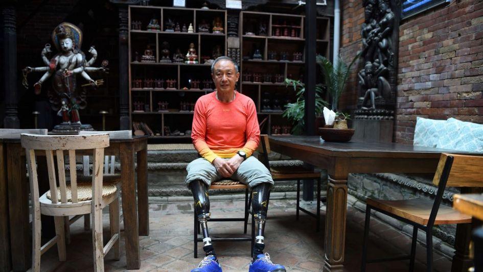 Contra todos los pronósticos, un escalador que perdió ambas piernas conquistó el Everest