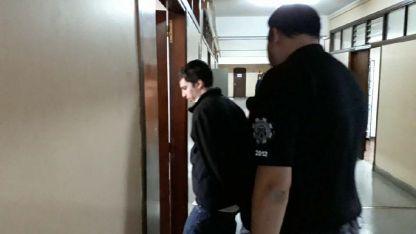 Rechazado el abreviado, Rodrigo Montseny ingresa a la sala para el juicio oral y público.