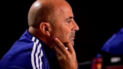 El entrenador argentino sigue planficando la nómina final.  El lunes será definitiva.