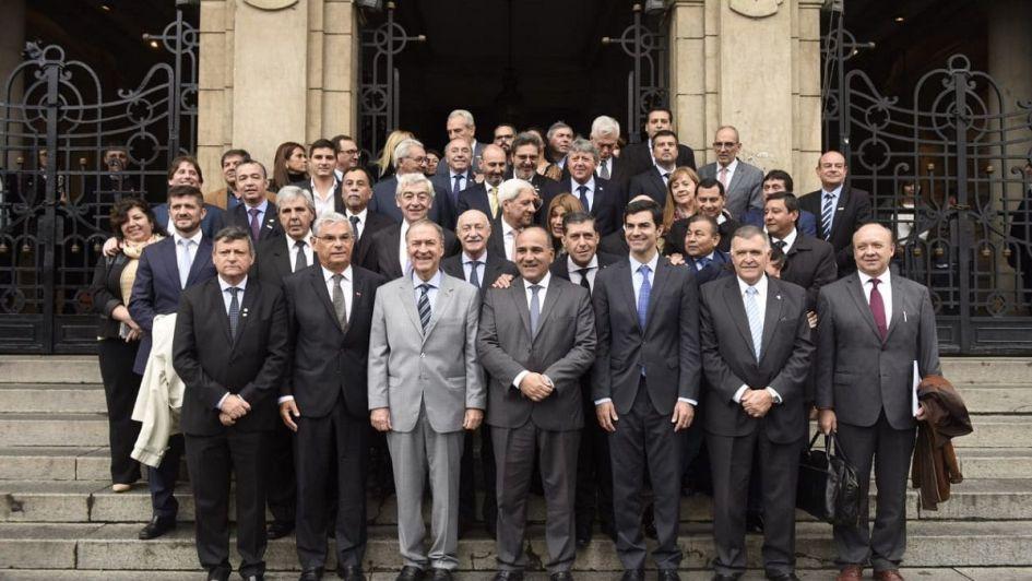 Gobernadores del PJ respaldaron el pedido al FMI pero criticaron la política tarifaria