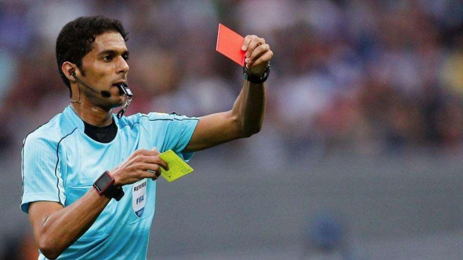 Un árbitro del Mundial quedó envuelto en un escándalo por sobornos